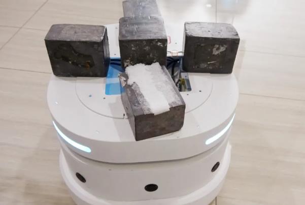 亚博竞猜科技新品底盘雅典娜实现30kg的负重
