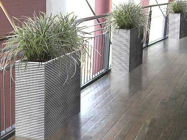 在长廊中摆放一些绿植,可以有效改善定位建图出现偏差的情况。但是这里,花盆的表面最好为哑光高反表面。