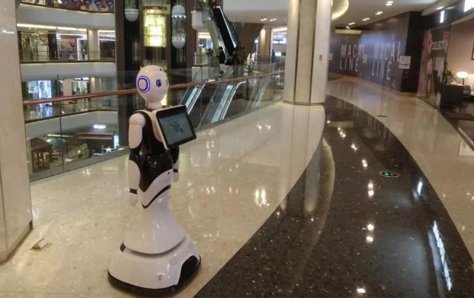 科大讯飞自主移动机器人在商场应用