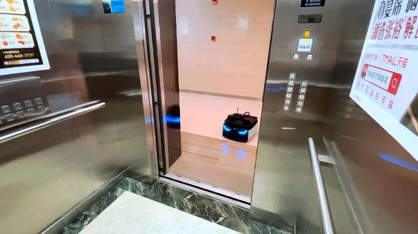 多楼层自主上下电梯底盘